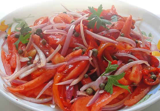салат из печеного перца и помидоров