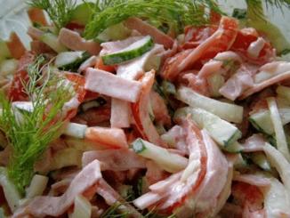 салат из томатов с сыром с зеленью