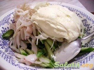 салат из кальмаров с майонезом