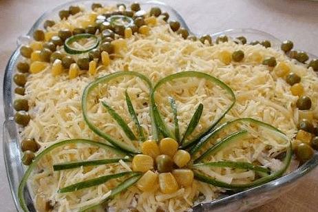 Печеночный слоеный салат