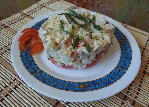 Салат из крабовых палочек с огурцом и помидорами