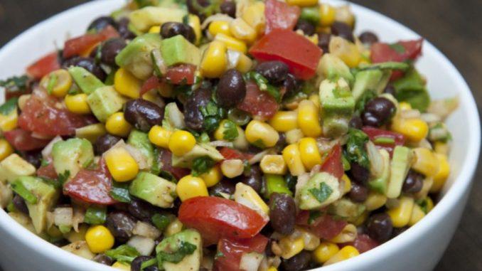 Салат с фасолью и кукурузой