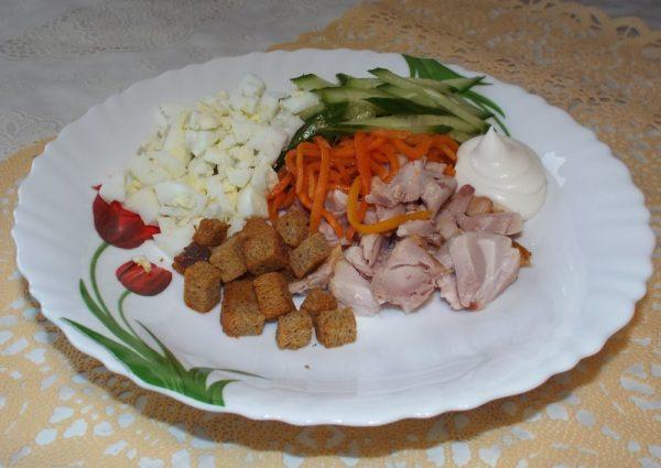 Салат с копченой курицей и корейской морковью