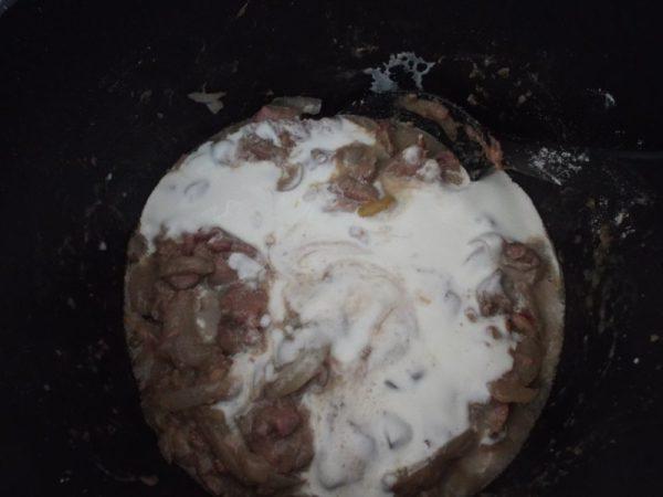 Печень со сметаной