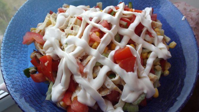 Салат с яичными блинчиками