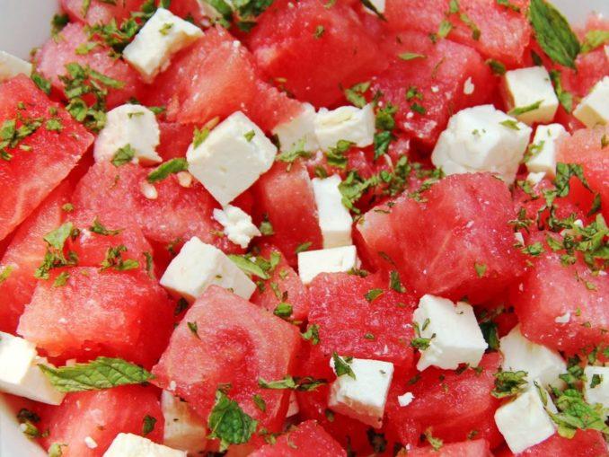 Салат из арбуза с фетой и мятой