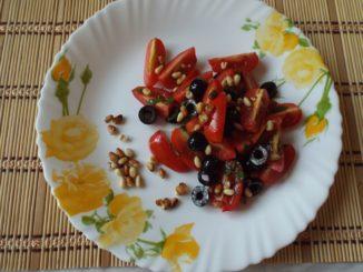 Салат с черри и оливками