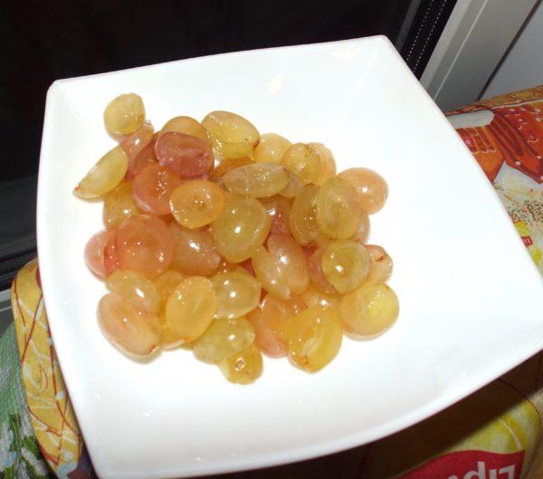 Салат с фетой и виноградом