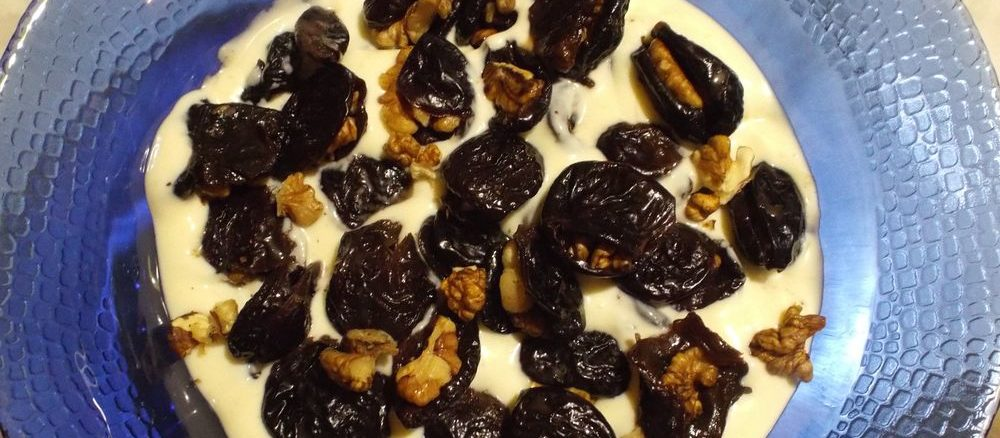Чернослив с грецкими орехами в сметане