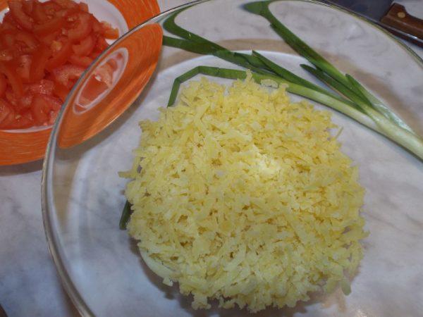 Салат с сыром и ветчиной