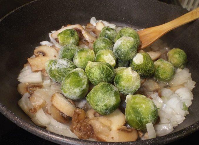 Рис с брюссельской капустой и грибами