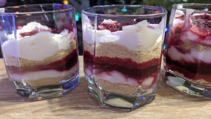 десерт творожный в стакане
