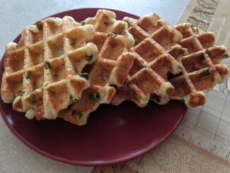 Творожные вафли с сыром и зеленым луком